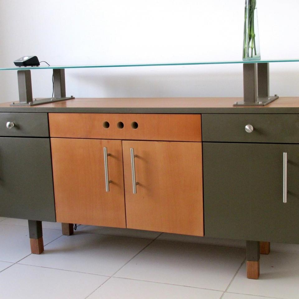 Minimalismo urbe dise o muebles interiorismo y for Muebles de oficina quito
